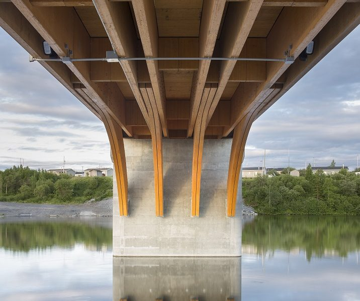 Construction of One of The Largest Glued Laminated Timber Bridges of Canada